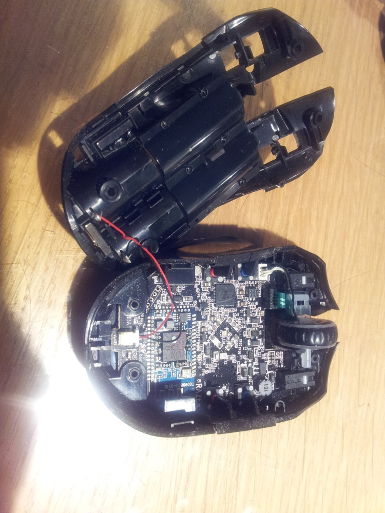 Tearing down a Razer Orochi Bluetooth gaming mouse (1/6)